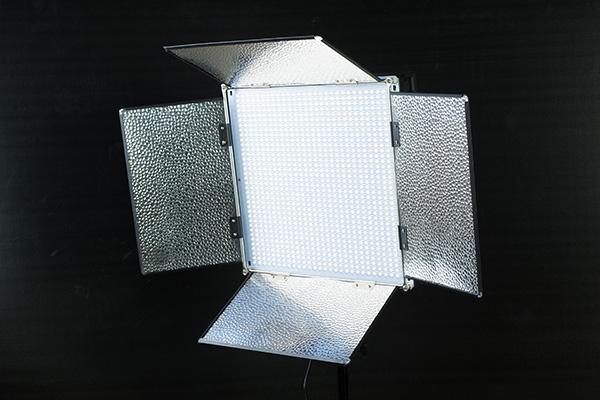 Polaroid 1008球 5300°Kと5900°Kを個別調光